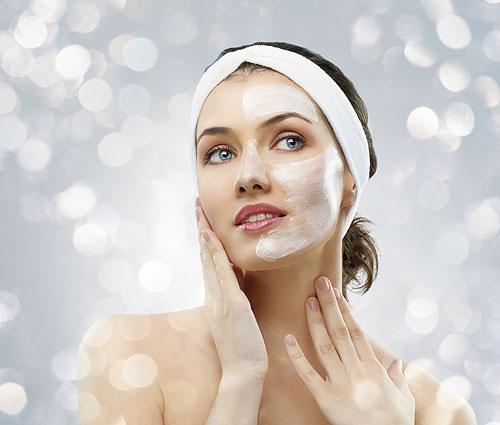 Woman receiving a spa facial